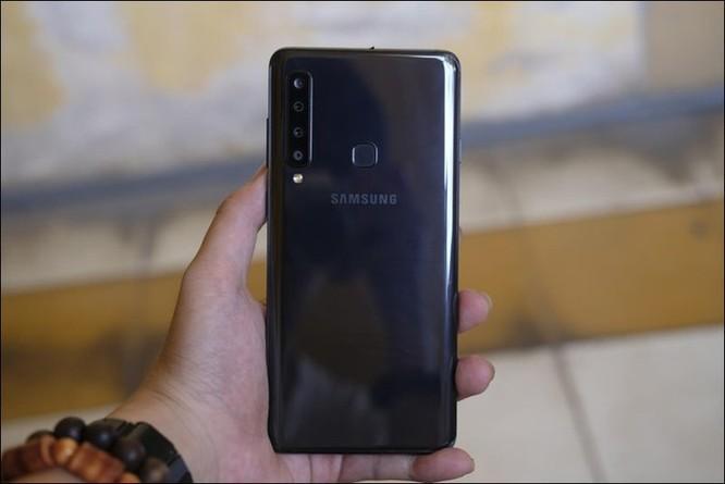 Cảm nhận nhanh Samsung Galaxy A9 2018, smartphone 4 camera sau tại Việt Nam ảnh 1