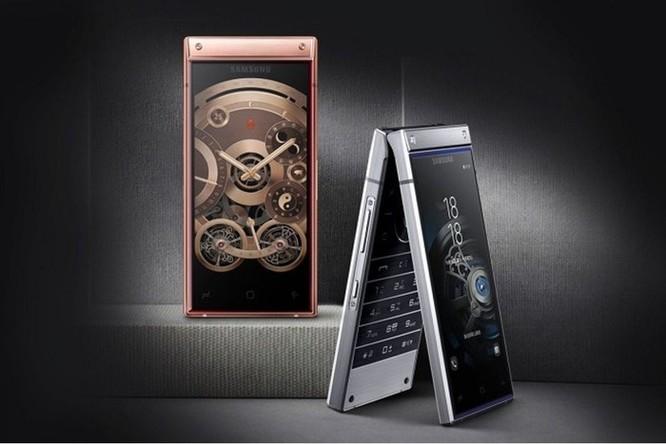 Smartphone nắp gập, 2 màn hình giá gần 3.000 USD của Samsung ảnh 1