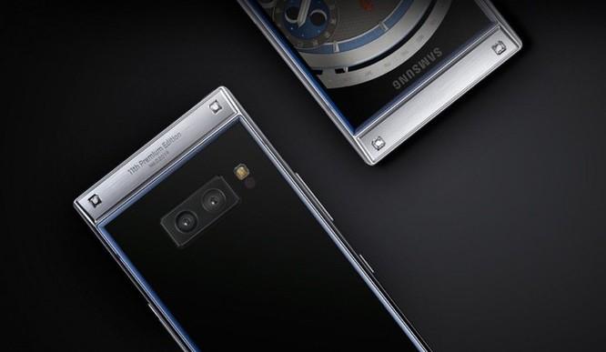 Smartphone nắp gập, 2 màn hình giá gần 3.000 USD của Samsung ảnh 2