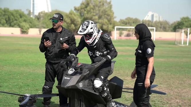 Cảnh sát Dubai tập sử dụng xe bay để bắt tội phạm ảnh 5