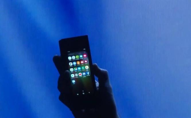 Samsung phát hành smartphone màn hình gập, giá 40 triệu đồng ảnh 4