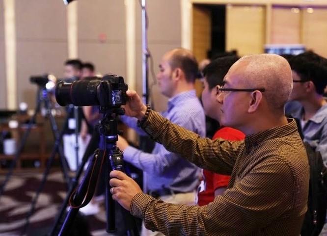 Canon trình diễn dòng máy ảnh không gương lật full-frame EOS R mới nhất ảnh 2