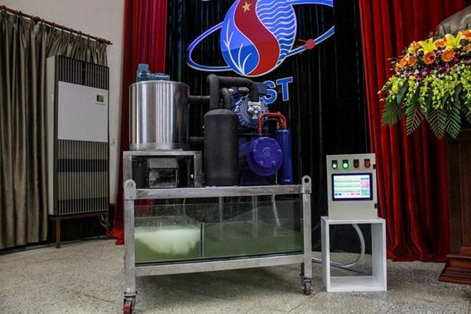 Lần đầu tiên Việt Nam chế tạo thành công máy làm đá tuyết từ nước ảnh 1