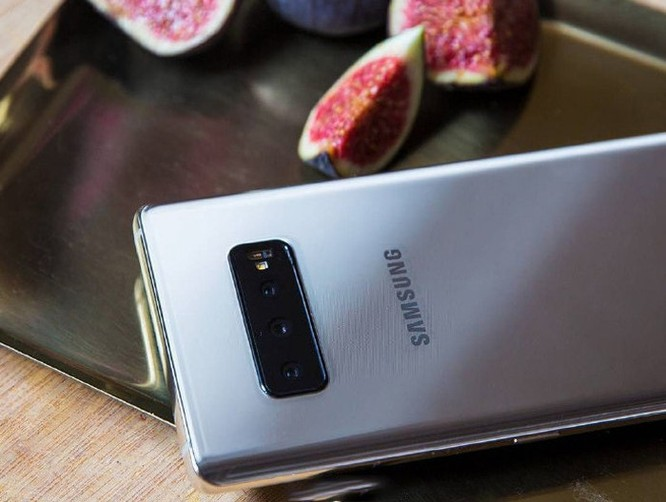 Galaxy S10 lộ ảnh thực tế với 3 camera sau ảnh 2