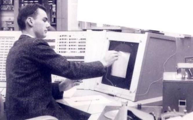 'Cụ tổ' của Internet vừa qua đời ở tuổi 81 ảnh 1