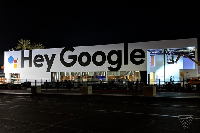 Apple treo biển quảng cáo khổng lồ đá đểu Google, Amazon tại CES ảnh 2