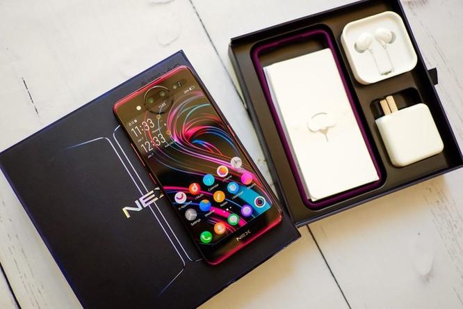 Chi tiết smartphone 2 màn hình, RAM 10 GB vừa về VN ảnh 1