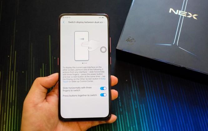 Chi tiết smartphone 2 màn hình, RAM 10 GB vừa về VN ảnh 3