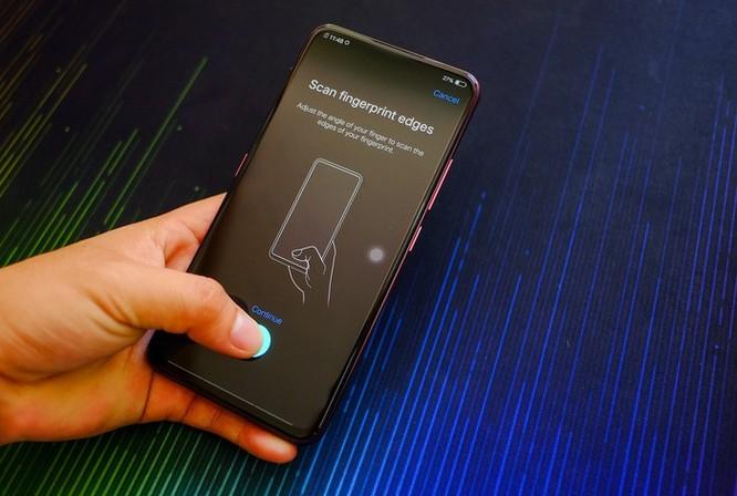 Chi tiết smartphone 2 màn hình, RAM 10 GB vừa về VN ảnh 8
