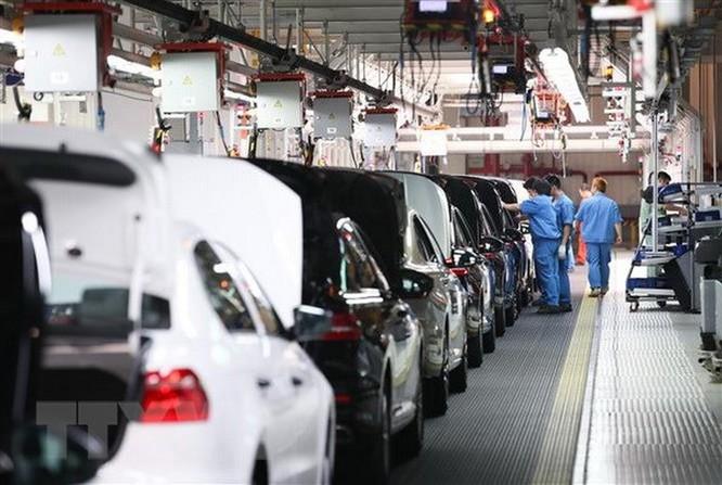 Các nhà chế tạo ôtô dự định chi 300 tỷ USD để phát triển xe điện ảnh 1