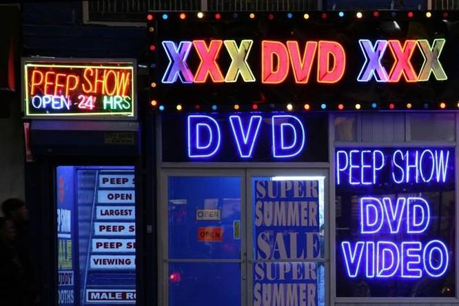 Người dân Anh sắp phải trình giấy tờ để xem phim người lớn ảnh 1