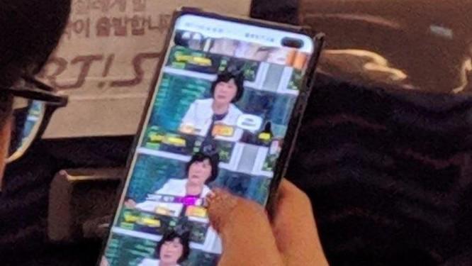Galaxy S10+ lộ ảnh thực tế với camera selfie kép ảnh 1