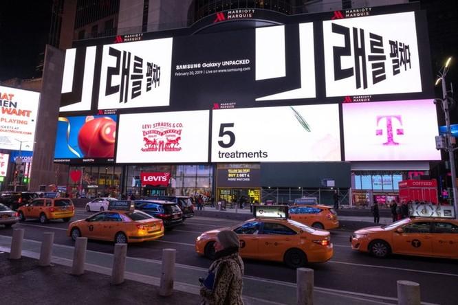Samsung tung quảng cáo Galaxy S10 tại nhiều con phố lớn ảnh 2