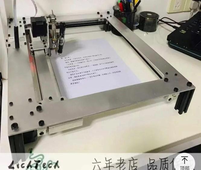 Học sinh TQ nhờ robot làm bài tập gây sốt, dân mạng đổ xô tìm mua ảnh 1
