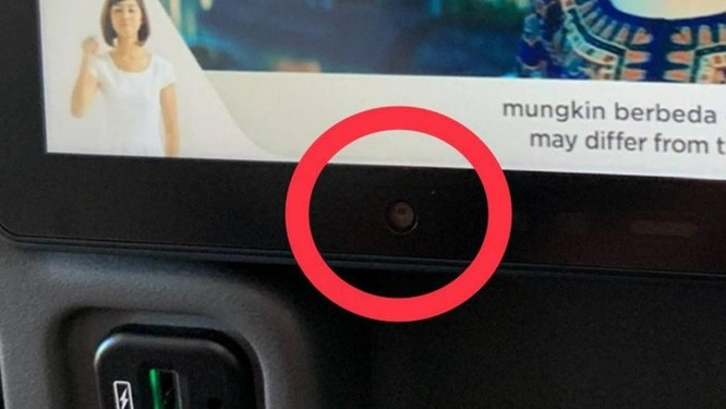 Khách tố máy bay của Singapore có camera ở lưng ghế ảnh 1