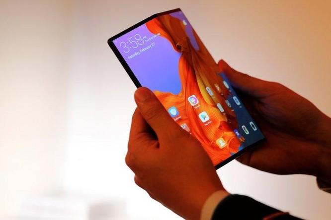 So sánh smartphone màn hình gập Samsung và Huawei ảnh 1