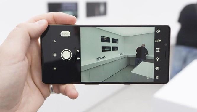 Chi tiết Sony Xperia L3 vừa ra mắt: Giá tầm trung, cấu hình từ 2017 ảnh 3