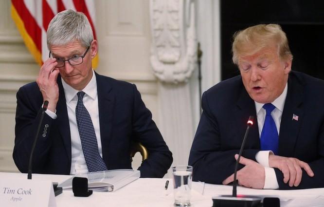 Nhớ tên siêu tệ, ông Trump gọi Tim Cook là 'Tim Apple' ảnh 1