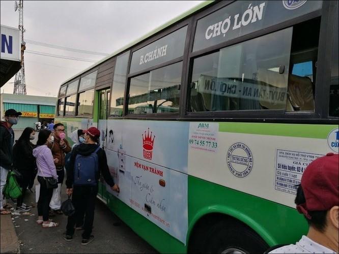 Đã có thể dùng điện thoại, thẻ thanh toán thay vé một số tuyến buýt tại TP.HCM ảnh 1