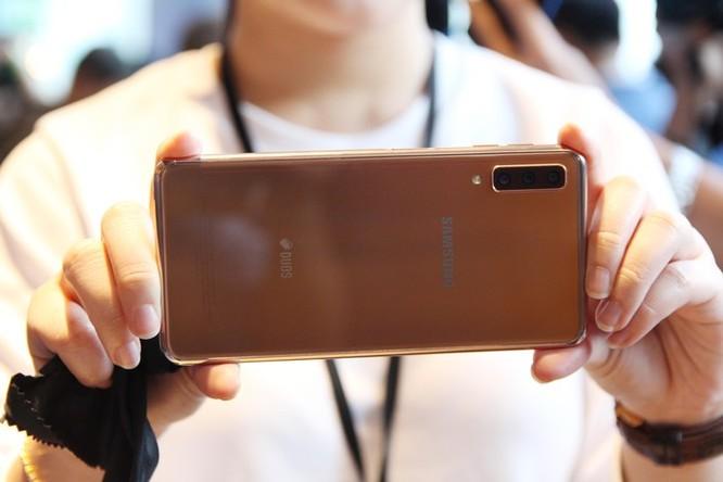 Loạt smartphone tầm trung giảm giá mạnh giữa tháng 3 ảnh 1