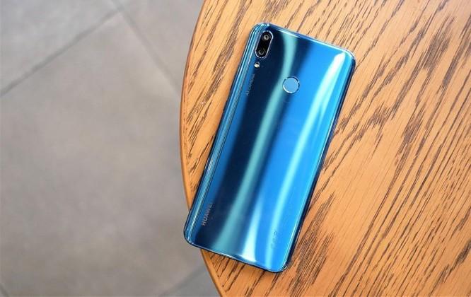 Loạt smartphone tầm trung giảm giá mạnh giữa tháng 3 ảnh 6