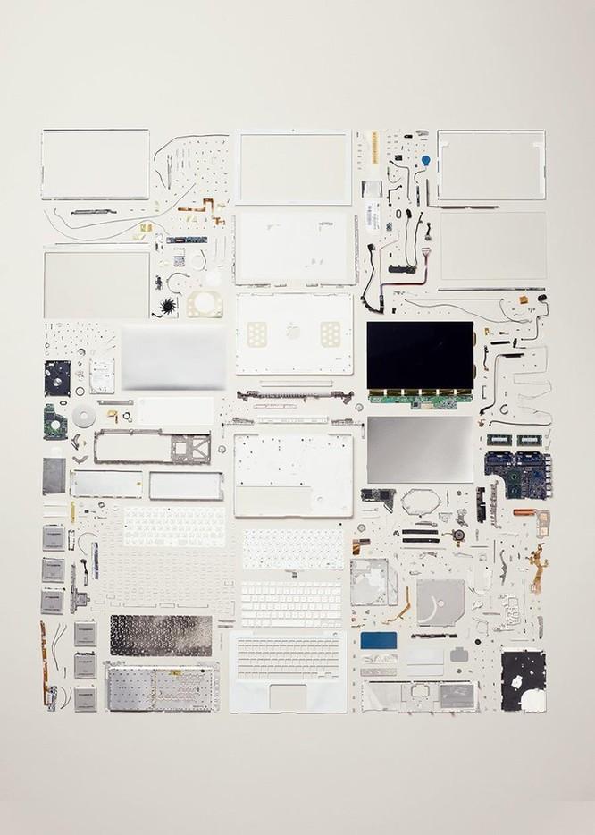 Vẻ đẹp của điện thoại, máy tính khi bị tháo tung thành nhiều mảnh ảnh 8