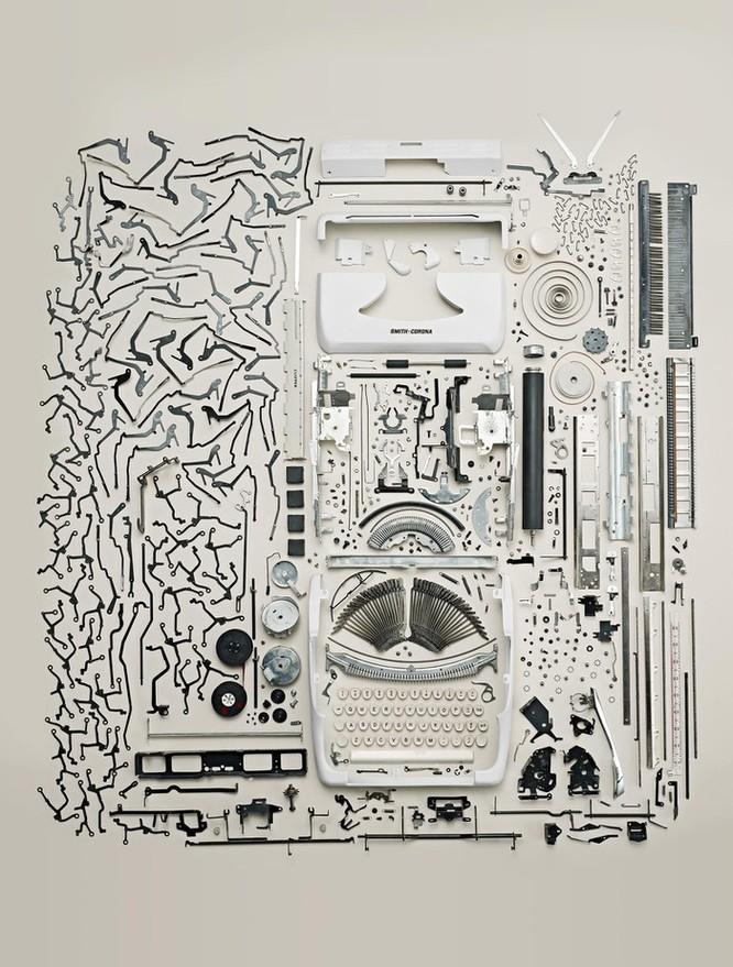 Vẻ đẹp của điện thoại, máy tính khi bị tháo tung thành nhiều mảnh ảnh 4