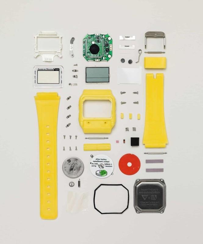 Vẻ đẹp của điện thoại, máy tính khi bị tháo tung thành nhiều mảnh ảnh 10