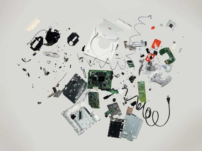 Vẻ đẹp của điện thoại, máy tính khi bị tháo tung thành nhiều mảnh ảnh 1
