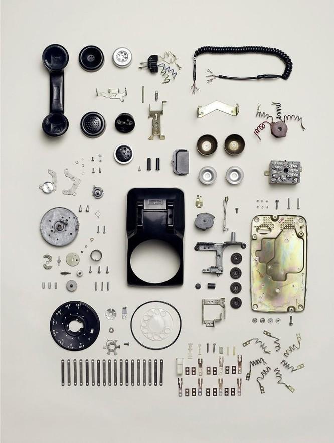 Vẻ đẹp của điện thoại, máy tính khi bị tháo tung thành nhiều mảnh ảnh 6