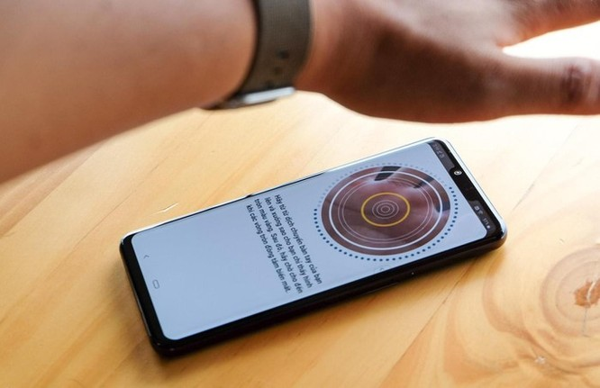 Điện thoại nào có thể mở khóa bằng lòng bàn tay? ảnh 4