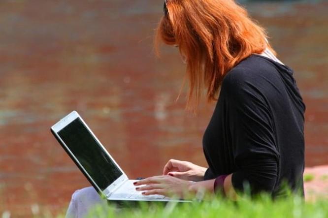 Làm thế nào để kéo dài tuổi thọ pin laptop? ảnh 3