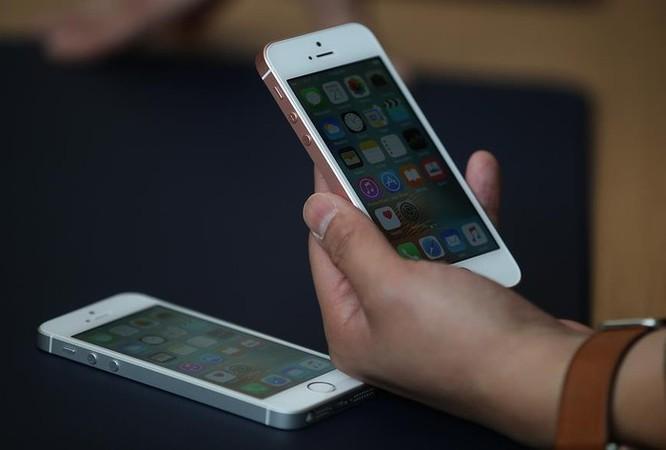 Apple lại xả kho iPhone SE giá 249 USD ảnh 1