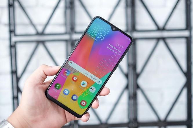 Loạt smartphone pin 'trâu', giá dưới 5 triệu đồng đang bán tại VN ảnh 1