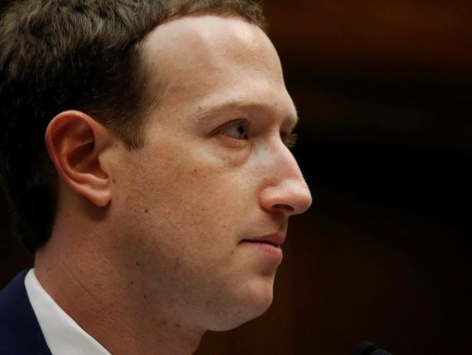 Tháng sau, 'ngai vàng' của Mark Zuckerberg có sụp đổ? ảnh 1