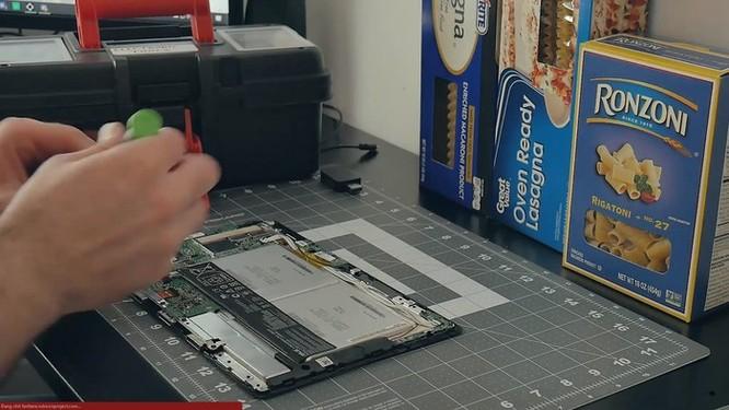 YouTuber nghe lời vợ chế tạo vỏ máy tính bằng mì ống ảnh 3