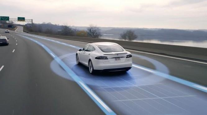 Tesla đẩy mạnh phát triển công nghệ ôtô tự lái với chip máy tính mới ảnh 1