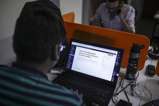 Facebook chỉ thuê 11 người chặn tin giả ở bầu cử lớn nhất TG ảnh 3
