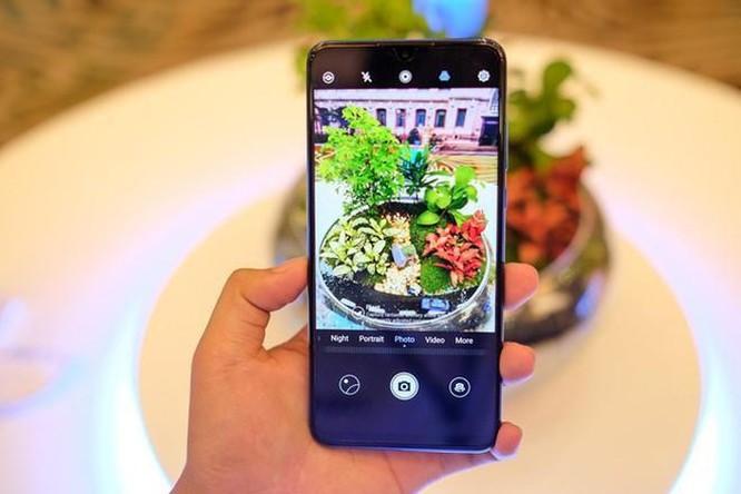 Loạt smartphone tầm trung đáng chú ý vừa lên kệ tại VN ảnh 2