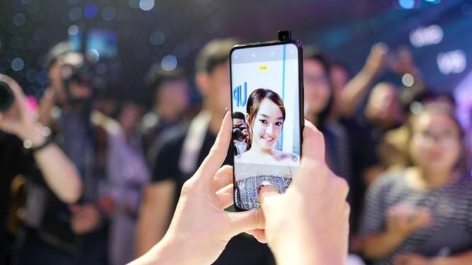 Loạt smartphone tầm trung đáng chú ý vừa lên kệ tại VN ảnh 1