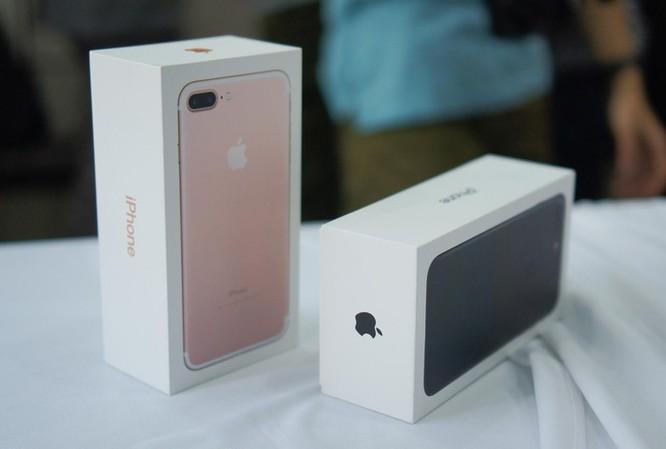 Máy xách tay đời cũ giảm giá dịp lễ, iPhone 7 còn hơn 5 triệu đồng ảnh 1