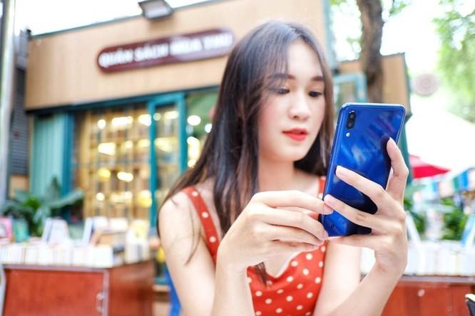 Galaxy M10 - màn hình đẹp, đọc sách, xem phim 'đã' tầm giá 3 triệu ảnh 1