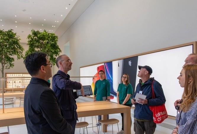 Apple Store độc đáo nhất thế giới bên trong thư viện cổ 116 tuổi ảnh 6