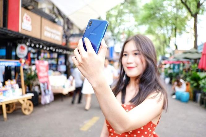 Galaxy M10 - màn hình đẹp, đọc sách, xem phim 'đã' tầm giá 3 triệu ảnh 7