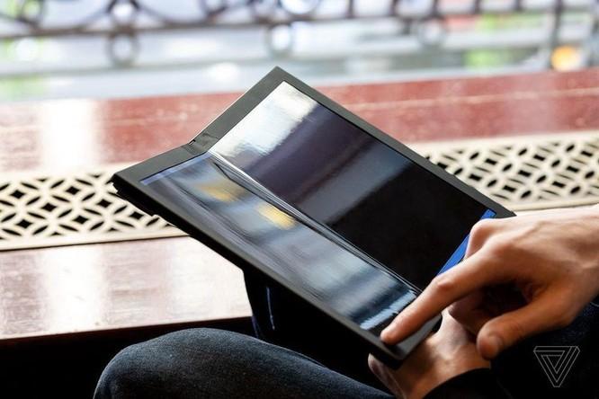 Đây là chiếc laptop màn hình gập đầu tiên trên thế giới ảnh 1
