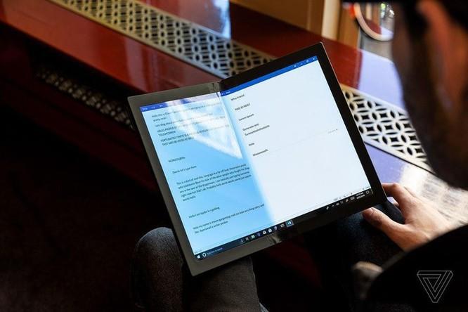 Đây là chiếc laptop màn hình gập đầu tiên trên thế giới ảnh 6