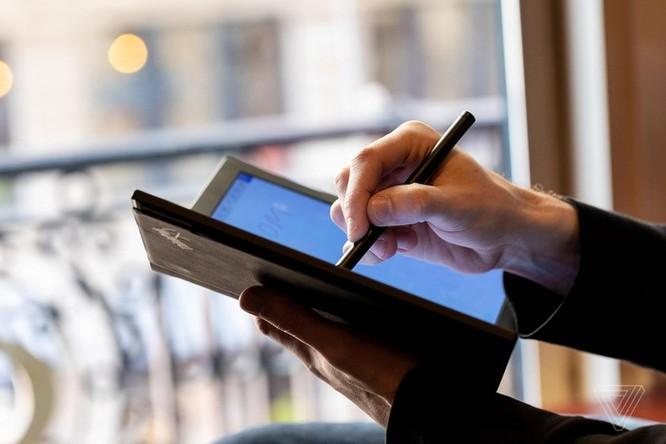 Đây là chiếc laptop màn hình gập đầu tiên trên thế giới ảnh 2