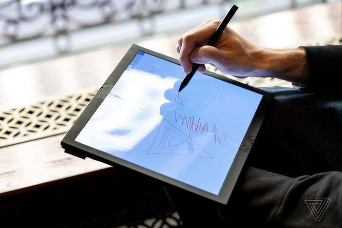 Đây là chiếc laptop màn hình gập đầu tiên trên thế giới ảnh 8