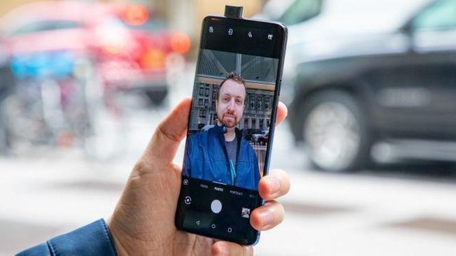 'Kẻ hủy diệt iPhone' được nâng cấp, giá từ 670 USD ảnh 3