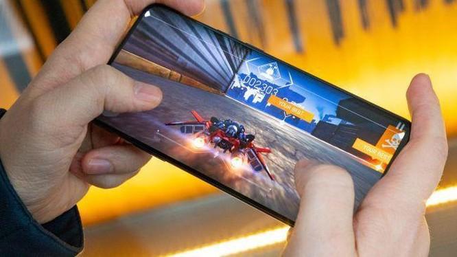 'Kẻ hủy diệt iPhone' được nâng cấp, giá từ 670 USD ảnh 2